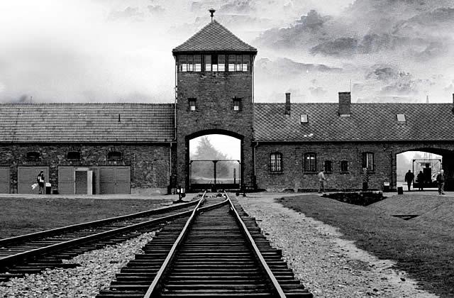 Nie wieder Auschwitz! Gedenkrundgang am 26.1. zum 75. Jahrestag der Befreiung von Auschwitz - Holocaust-Gedenktag in Wuppertal